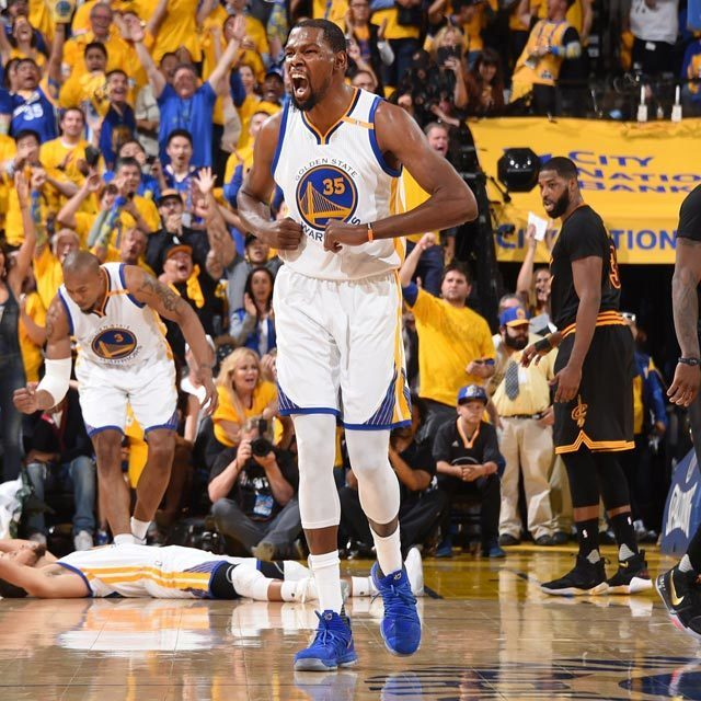 ファイナルMVPは、シリーズ5試合で平均35.2点、8.4リバウンド、5.4アシストをマークしたウォリアーズのケビン・デュラント(初受賞) #NBA #NBAFinals #NBAファイナル