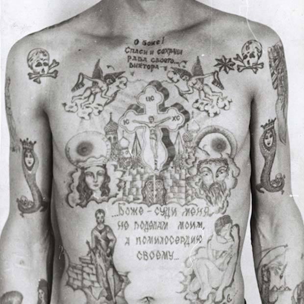 自ら刺青を彫り入れる、元警察官が撮ったソ連の囚人たちの姿