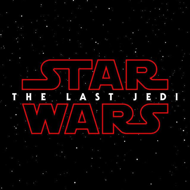 """「STAR WARS/THE LAST JEDI(原題)」の待望の日本語タイトルが『スター・ウォーズ/最後のジェダイ』に決定しました! 2017年は、シリーズ1作目にして伝説の始まりとなった『スター・ウォーズ エピソード4/新たなる希望』の全米公開から40周年を迎える<アニバーサリーイヤー>。そんな記念すべき年に『スター・ウォーズ/フォースの覚醒』のその後を描く、シリーズ最新作『スター・ウォーズ/最後のジェダイ』が12月15日に公開します! 『フォースの覚醒』は、孤独なヒロイン レイ、キュートなドロイドBB-8、ダース・ベイダーを受け継ぐ存在カイロ・レンといった新たなる魅力的なキャラクターを始め、ハン・ソロ、レイア、そしてエンディングに登場し強烈なインパクトを残したルーク・スカイウォーカーらレジェンド達の存在が、日本中の観客たちを魅了しました。そして、最新作は待望のタイトルは発表されたものの、ストーリーは未だ謎のまま、「最後のジェダイ」とは伝説のジェダイ、ルーク・スカイウォーカーの事を指す言葉か?もしくは前作でフォースを覚醒させ、ルークを探し出したレイの事を指すのか?何故、赤いロゴなのか? と様々な憶測を呼ぶ意味深なタイトルとなりました。 監督・脚本を担当するライアン・ジョンソンは本作について「『フォースの覚醒』は大冒険でキャラクターを紹介した作品。『最後のジェダイ』はキャラクターを掘り下げ、核心に迫る事になる。」と、前作よりも更に深い内容になっていることが予測できます。 ジョージ・ルーカス、ロバート・ゼメキス、スティーヴン・スピルバーグ、デヴィッド・フィンチャーなど様々な名監督と作品を作ってきました、ルーカスフィルムの社長で本作のプロデューサーであるキャスリーン・ケネディはハリウッドで最も期待されている気鋭監督の1人ライアン・ジョンソンについて「こんなことは初めて言いますが、撮影中のライアンを見ているとスティーヴン・スピルバーグと重なる事があります。ドラマ構築・ユーモアのセンス・カメラワークなどなど凄い感性の持ち主なので、皆さん楽しみにしていてください!」と太鼓判を押しています。 前作に引き続き、孤独なヒロイン レイ(演:デイジー・リドリー)、ストームトルーパーの脱走兵フィン(演:ジョン・ボイエガ)、ダース・ベイダーを受継ぐ存在カイロ・レン(演:アダム・ドライバー)、レジスタンスのNo.1パイロット ポー(演:オスカー・アイザック)、ルーク・スカイウォーカー(演:マーク・ハミル)、レジスタンスのリーダーでルークの妹 レイア(演:キャリー・フィッシャー)、おしゃべりなドロイド C-3PO(演:アンソニー・ダニエルズ)など、『スター・ウォーズ/フォースの覚醒』から始まった新たなる物語にはお馴染みのメンバーが出演。さらに、役どころは発表されていないが言わずと知れたアカデミー賞俳優のベニチオ・デル・トロや実力派ローラ・ダーンなど新たなるキャストも加わり、この壮大な物語を紡ぐ事になります。製作総指揮はJ.J.エイブラムス、ジェイソン・マクガトラン、トム・カーノウスキー。製作はキャスリーン・ケネディとラム・バーグマンが務めます。 2015年、<STAR WARS YEAR>には""""映画""""という枠を越え、世界規模のイベントとして""""スター・ウォーズ現象""""を巻き起こした史上空前のエンターテイメント「スター・ウォーズ」。2017年、さらなる盛り上がりに注目が集まる40周年の<アニバーサリーイヤー>は、『スター・ウォーズ/最後のジェダイ』の公開に向け既に動き出しています!"""