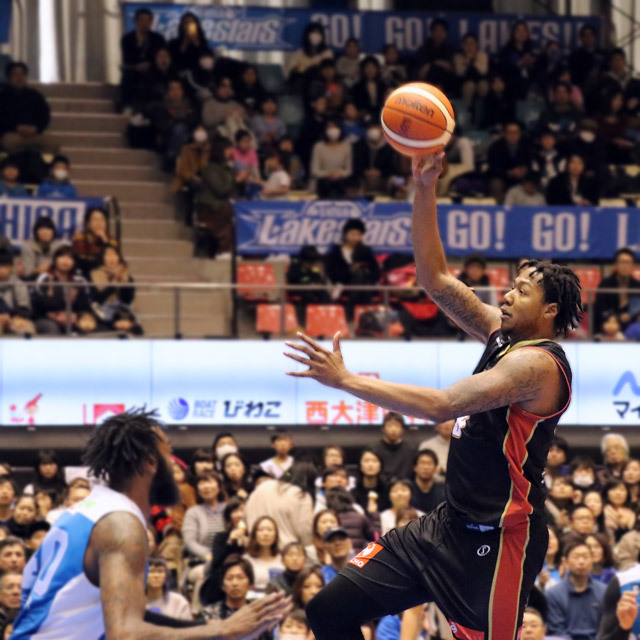 B.League Osaka Evessa #8 Xavier Gibson photo by izy Rodriguez (Team Zion)